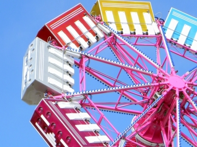 image: photo of a colorful amusement ride title:spin
