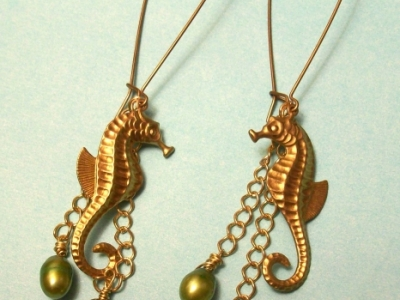 Seahorse earrings with freshwater pearls